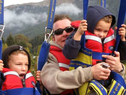 Mon, 26 Mar 2007: New Zealand Campervan, Queenstown, Parasailing